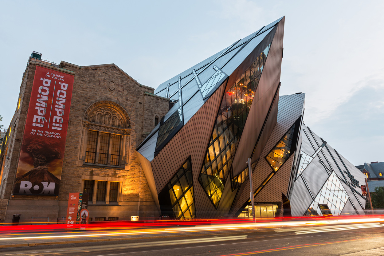 North facade of the Royal Ontario Museum, with Daniel Libeskind's entrance (The Crystal).
